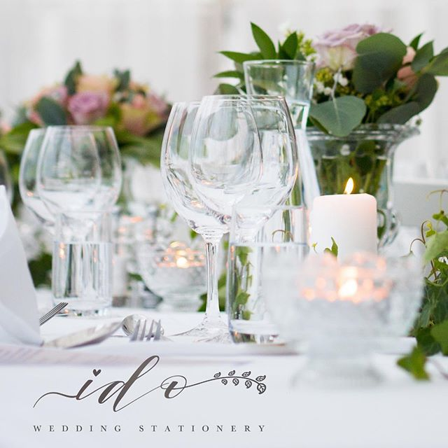 Elegant and beautiful… crisp white  linen, sparkling glassware, candlelight and soft pastel florals! 😍 Team with elegant table stationery… you have the perfect Wedding tables